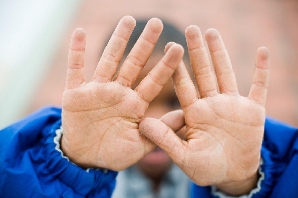 RILEY kids hands